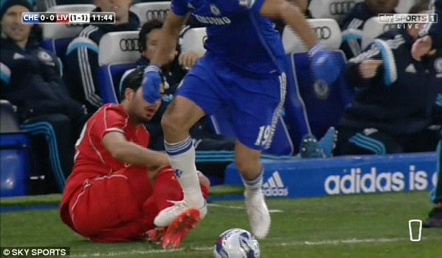 Tình huống Diego Costa bị tố cố tình giẫm vào chân Can.