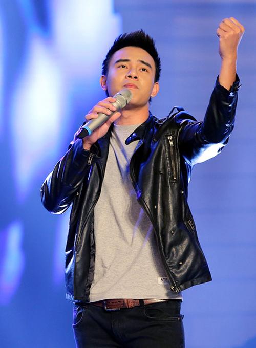 Còn Đất nước lời ru - ca khúc được lấy làm chủ đề cho chương trình tháng 3 - lại được thể hiện qua giọng ca của Đông Hùng.