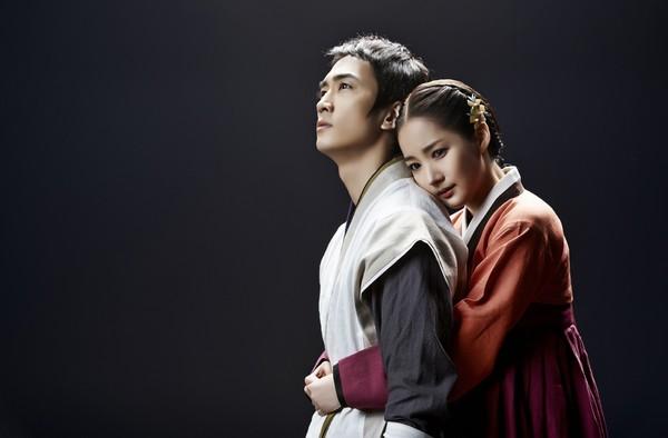 Hai nam - nữ diễn viên chính trong bộ phim Đôi tay thần kỳ