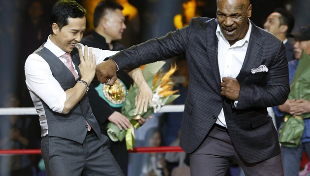 Chân Tử Đan và Mike Tyson trong sự kiện giới thiệu phim ở Trung Quốc
