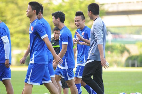 Không khí vui vẻ trước trận đấu gặp U23 Lào (Ảnh: dantri.vn)