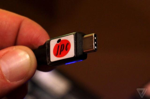 Cáp nối USB 3.1 Type-C xuất hiện tại CES 2015