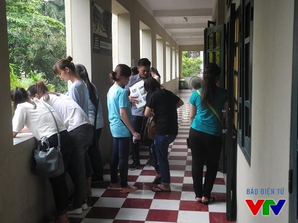 Lượng thí sinh đến rút và nộp hồ sơ của HV Ngoại Giao lại rất ít.
