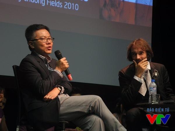 Giáo sư Ngô Bảo Châu và Giáo sư Cédric Villani đã có cuộc gặp gỡ rất thân mật và cởi mở để đưa toán học đến gần hơn với công chúng.