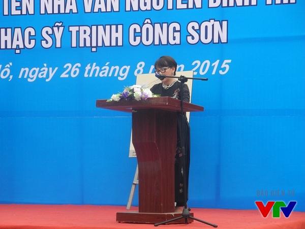 bà Trịnh Vĩnh Trinh - em gái Trịnh Công Sơn chia sẻ tại lễ đặt tên đường.
