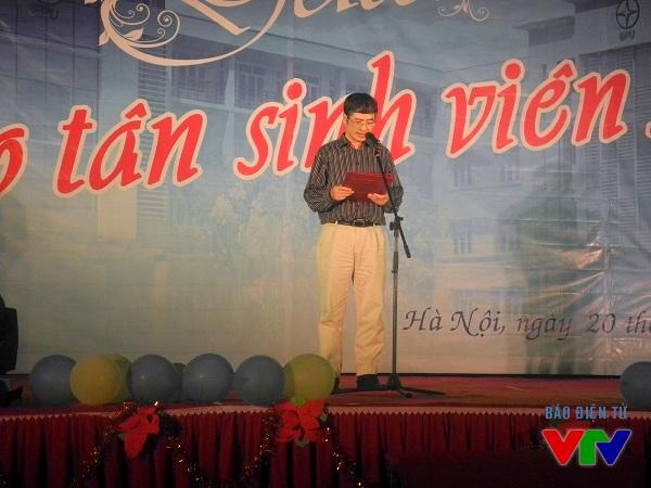 Tiến si Trương Huy Hoàng, Bí thư Đảng uỷ, Phó Hiệu trưởng phụ trách nhà trường phát biểu và chỉ đạo tại Gala.