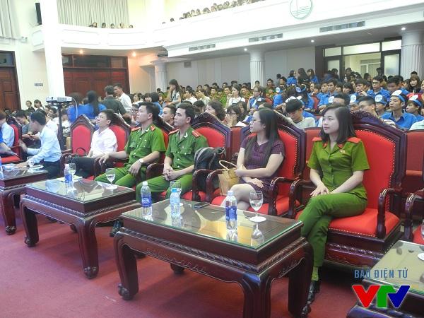 Các đại diện của các trường đến tham dự và cổ vũ cho trường mình