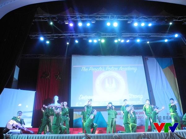Học viện Cảnh sát Nhân dân mang đến điệu nhảy sôi động