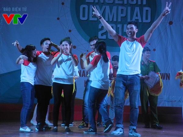 Đại học Thăng Long vỡ òa trong vui mừng khi giành giải nhất
