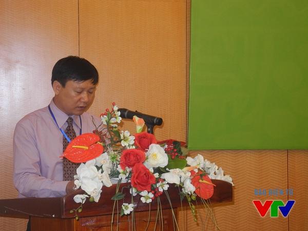 TS. Phạm Văn Dương - Phó Giám đốc Bảo tàng Dân tộc học phát biểu tại buổi hội thảo