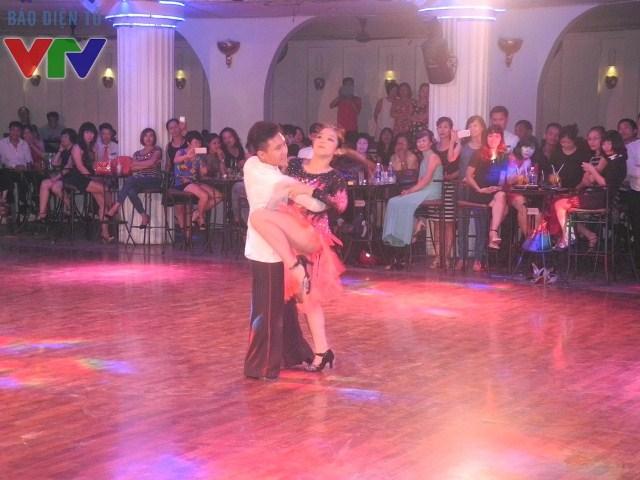 Màn trình diễn của các cặp nhảy đã từng đạt thành tích cao được nhiều khán giả quan tâm.