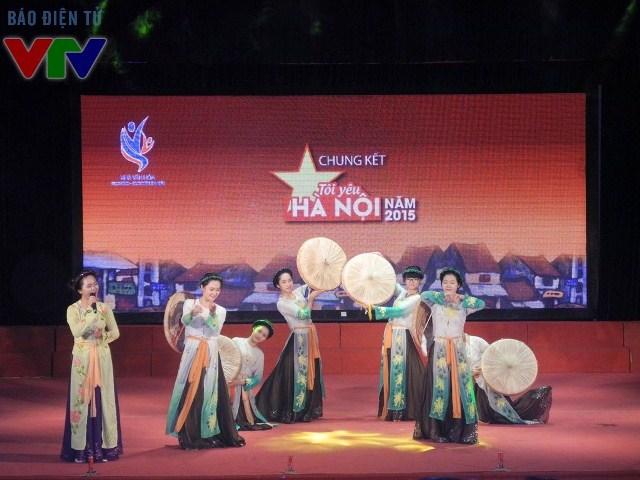 Nhiều màn ca múa đặc sắc được các bạn trẻ thể hiện trong lúc chờ đợi kết quả từ ban giám khảo