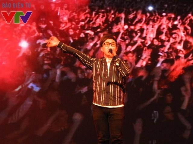 Ca sĩ Trung Quân Idol biểu diễn nhiều ca khúc hit của mình