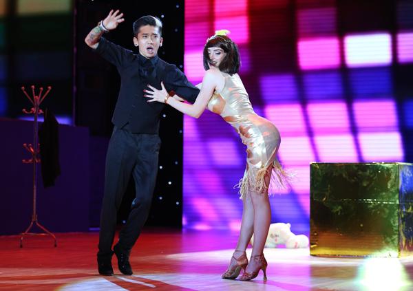 Cặp đôi Dumbo - Kristina mang tới bầu không khí tươi vui với màn trình diễn vũ điệu Samba, Jive và Chachacha