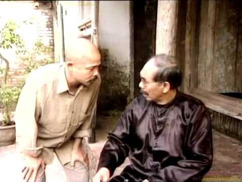 Diễn viên Hán Văn Tình (bên trái) trong vai Chu Văn Quềnh