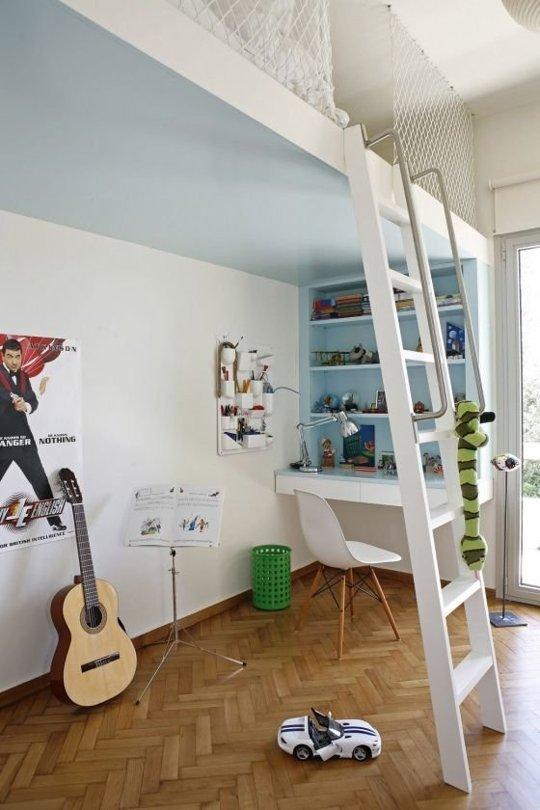 Một khoảng không rộng rãi phục vụ cho việc học tập, làm việc và vui chơi của các bé nhờ việc đặt chiếc giường trên cao