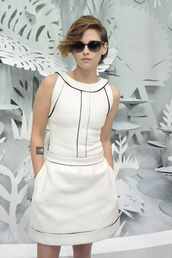 Cô nàngKristen Stewart cá tính nổi bật ở show Chanel.