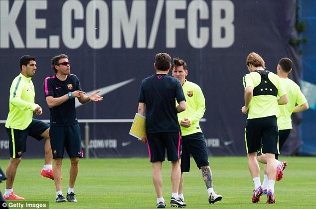 HLV Enrique (đeo kính) đang giúp Barca đi đúng hướng cho tới thời điểm hiện tại.