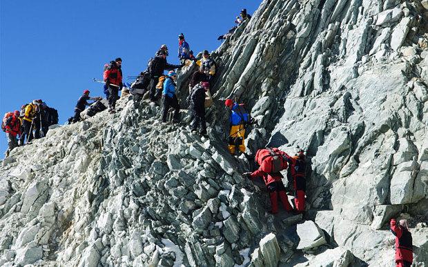 Những người leo núi ở đèo Cho La