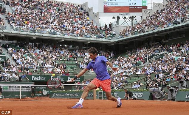 Federer đã có tên ở vòng 2 Roland Garros 2015.