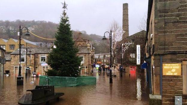 Trung tâm thị trấn Hebden Bridge là một trong những khu vực bị ảnh hưởng nặng nề bởi lũ lụt vào ngày Boxing Day.