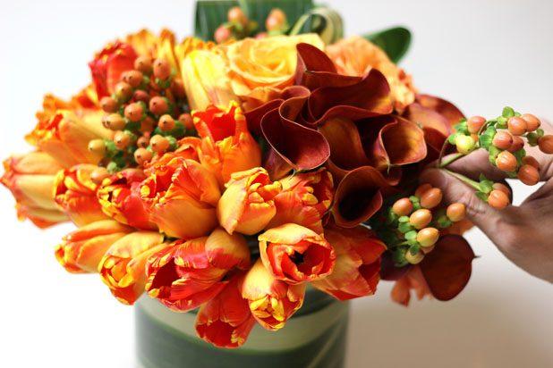 Hay chuỗi ngọc với hình dáng khác biệt cũng góp phần làm đẹp hơn bình hoa của bạn.