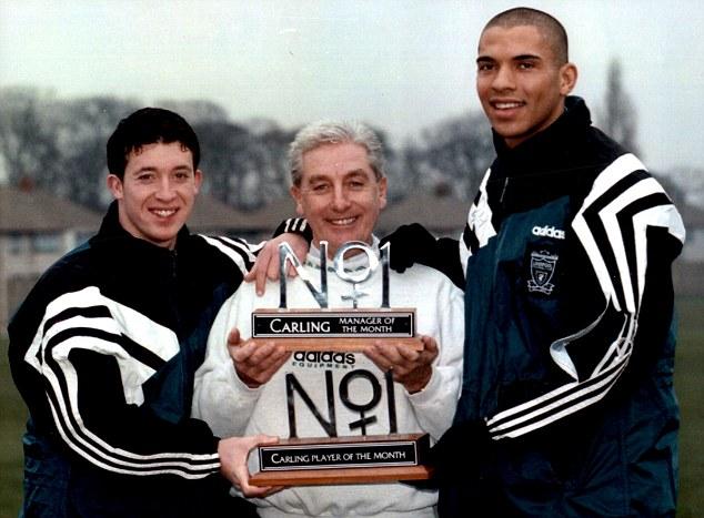 Trước đó 1 năm, cựu tiền đạo Fowler của Liverpool là người đầu tiên có được vinh dự này.
