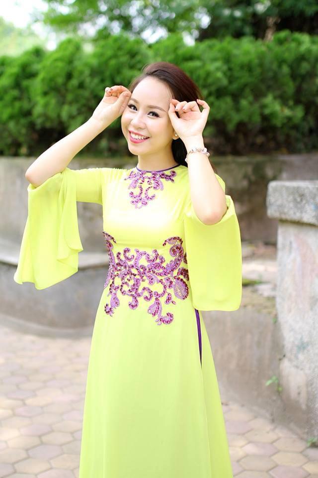 Áo dài là trang phục Hồng Duyên rất yêu thích