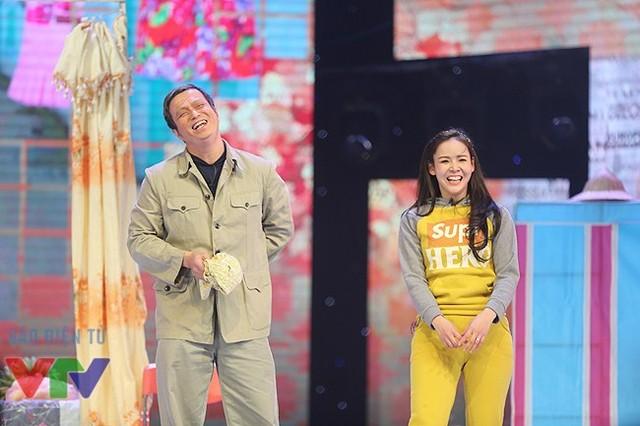 Bá Anh và nữ diễn viên Diễm Hương đã có một phần tung hứng nhịp nhàng.