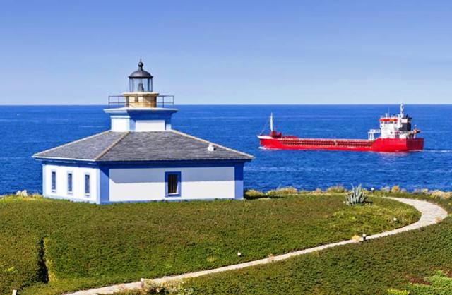 Một ngọn hải đăng trên bờ biển Galicia. (Ảnh: Lonely Planet)