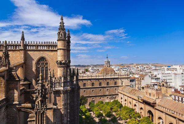 Kiến trúc Ả rập (Moorish architecture) của lâu đài Alcazar ở thành phố Seville sẽ làm nền cho vương quốc Dorne xuất hiện lần đầu tiên trong phim