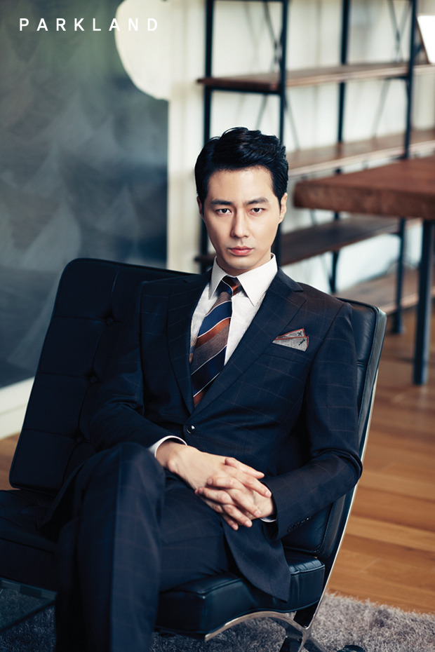 Jo In Sung - người từng đánh cắp trái tim của nhiều cô gái với các bộ phim That winter the wind blows và mới đây nhất là Its okay thats love - cũng xuất hiện trong danh sách các mỹ nam có gương mặt chuẩn nhất Hàn Quốc