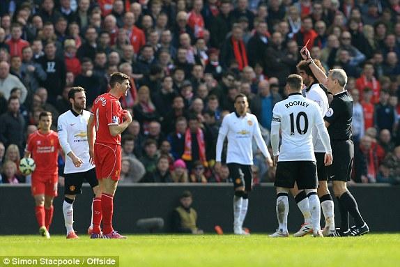Thủ quân Gerrard nhận thẻ đỏ trực tiếp chỉ 45 giây đầu tiên của hiệp 2.