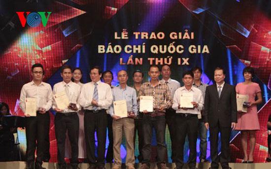 Các tác giả, nhóm tác giả đoạt giải B