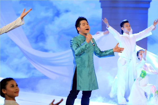 Ca khúc hit quen thuộc gắn với tên tuổi nam ca sĩ đã được anh thể hiện lại với ấn tượng đậm nét hơn.