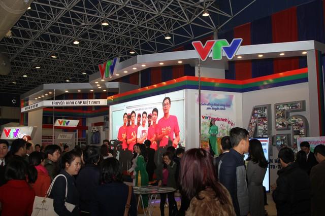 Gian hàng VTV thu hút đông khách tham quan ở Hội báo Xuân 2015 (ảnh: Đức Huỳnh)
