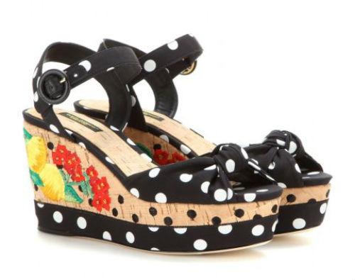Giầy đế xuồng mang họa tiết hoa và chấm bi nổi bật của Dolce & Gabbana