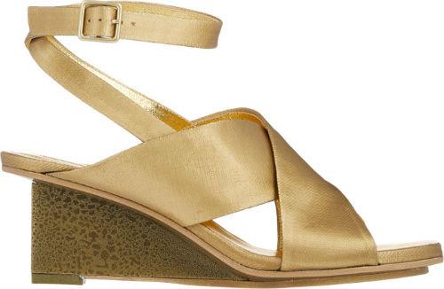 Dries Van Noten cũng ra mắt thiết kế giầy đế xuồng màu nâu đồng