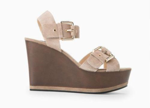 Mango cũng theo đuổi xu hướng thiết kế này với mẫu giầy thanh lịch