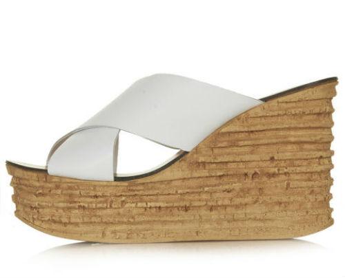 Topshop ra mắt mẫu dép cao màu trắng với đế giả gỗ