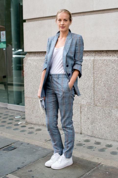 Trang phục mang phong cách menswear kết hợp với giày dành cho các cô nàng cá tính nhưng thanh lịch.