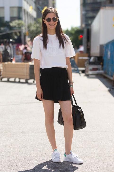 Áo phông đơn giản cùng sooc giả váy cũng là sự lựa chọn hoàn hảo.