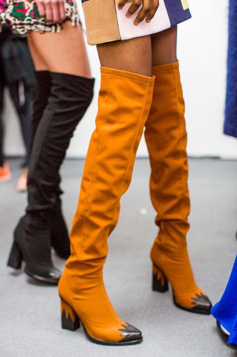 Boots màu cam nổi bật của MSGM.