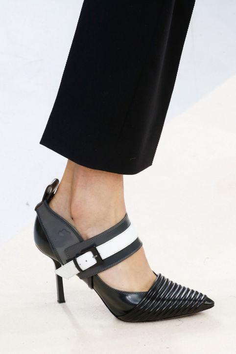 Giầy cao gót mang phong cách năng động của Louis Vuitton.