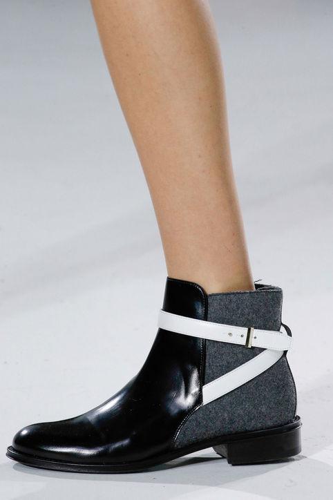 Mẫu boots mới với chất liệu da và len của Hugo Boss.