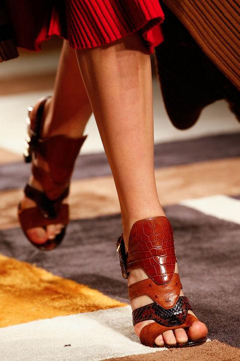 Thiết kế sandals da ấn tượng của Salvatore Ferragamo.