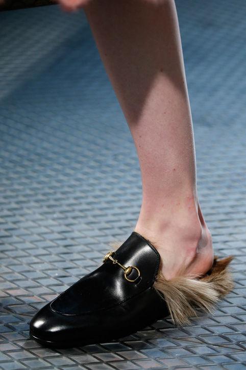 Thiết kế giầy mới của Gucci độc đáo với lớp lông lót.