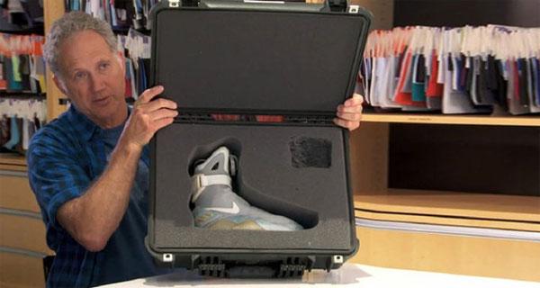 Tinkler Hatfield và đôi giày đặc biệt trong bộ phim Back to the Future 2