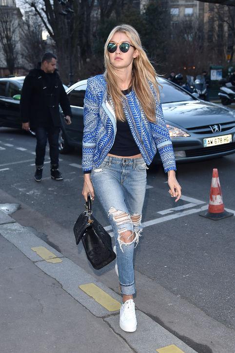 Các kiểu quần jeans đều làm nổi bật lên phong cách rất riêng cho siêu mẫu 19 tuổi.