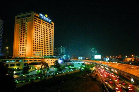Nơi đóng quân của ĐTVN khá gần trung tâm mua sắm và giải trí về đêm ở Bangkok.